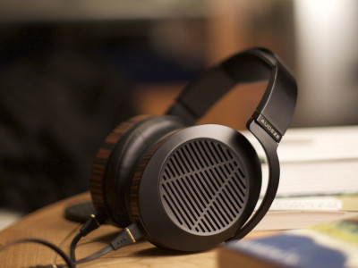 Audeze introduces EL-8 Planar Magnetic Headphones at CES 2015