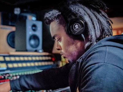 Professional Headphones Market On Track to Exceed US $540 Million