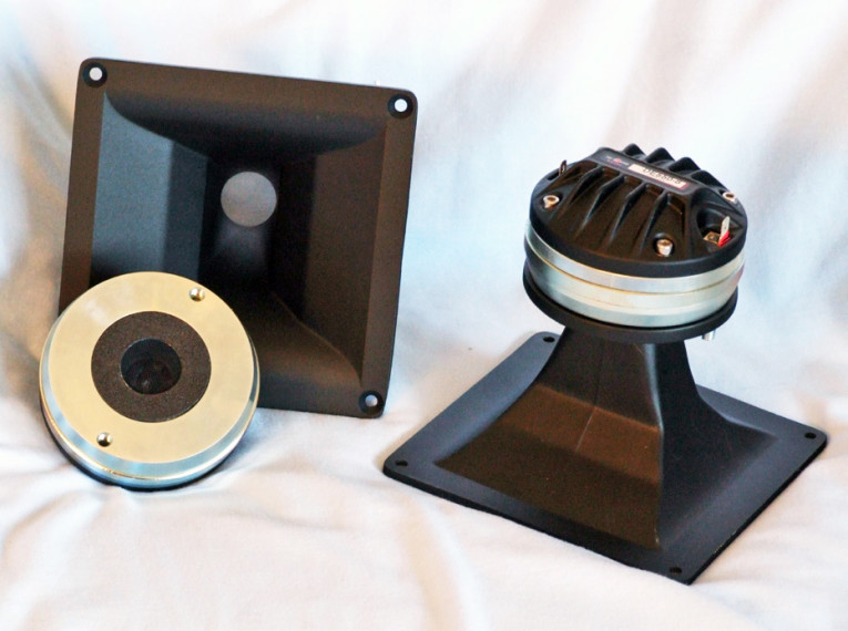 Test Bench: B&C Speakers DE550-8 Compression Driver