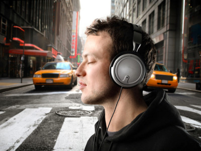 Headphone Market Continues to Celebrate Growth
