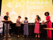 HandSpeak Vietnam won met hun project 'Brighten Vietnamese Sign Laguage' de allereerste NOW-Us! Award