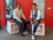 Toine van Peperstraten en Pol Sambath, directeur van Eye Care Foundation Cambodja en Laos.