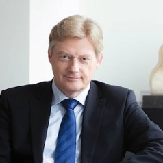 Staatssecretaris Van Rijn reikt landelijke vrijwilligersprijzen uit