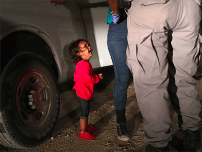 Een fondsenwervingsactie via Facebook voor immigrantenfamilies in de Verenigde Staten heeft meer dan zestien miljoen dollar opgeleverd.