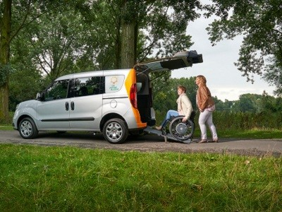 """Danielle Groten, projectleider Zonnebloem: """"Wij zijn ontzettend trots op de 8,4 die gebruikers van de Zonnebloemauto geven. Dit motiveert ons enorm om door te gaan""""."""