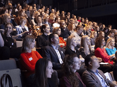 Een drukbezichte Dag van het Mecenaat in het Compagnietheater in Amsterdam (Foto: Maarten Hartman)