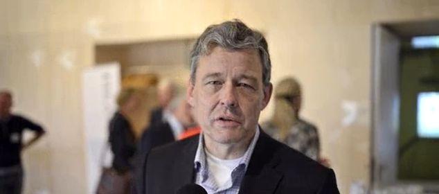 Hoofdredacteur Charles Groenhuijsen leidt de dans om 'good money' tijdens vierde Filanthropium Top.