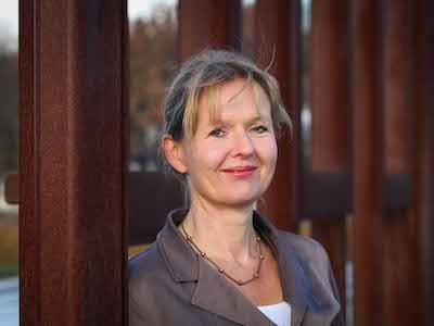 NRC had een interview met Mirjam Vossen. Ze promoveerde op de stelling dat journalisten een eenzijdig beeld geven van armoede in ontwikkelingslanden.
