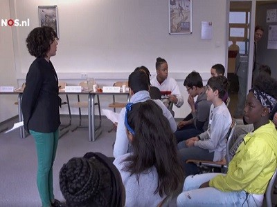 Reportage over IMC Weekendschool Amsterdam Zuidoost in Nieuwsuur.