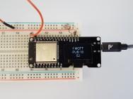 Die Werte des Fotosensors werden auf einem kleinen Display angezeigt und per MQTT ins Internet geschickt.