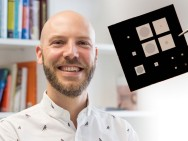 Prof. Silvan Schmid; im Vordergrund der neue Sensor.