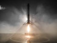 Falcon 9-Rakete von SpaceX landet nach erfolgreichem Raumflug auf dem Drohnenschiff. (Foto von SpaceX, Publik Domain)