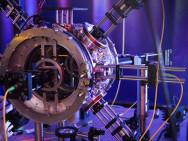 Infrarot-Traktorstrahl fängt Atome ein