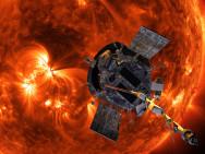 Het oppervlak van de zon (de fotosfeer) heeft een temperatuur van ongeveer 6000 graden celsius, maar het gebied waar de sonde doorheen vliegt (de corona) heeft een temperatuur van meer dan een miljoen graden. Onderzoekers willen weten waarom dat zo is (afbeelding: NASA).