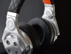 Switchable open/closed headphones