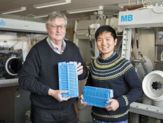 Professor Dag Noréus and Dr Yang Shen. Photo: Niklas Björling