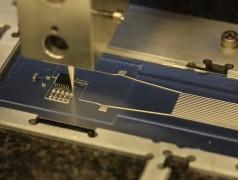 Hybrid-3D-Drucker verwendet flexible leitfähige Tinte.Bild: Harvard Wyss Institute.