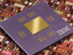"""CMOS-Mikroprozessor 7S - der weltweit erste """"Kupfer-Chip"""". Bild: IBM."""