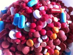 Portable Maschine produziert Medikamente auf Bestellung