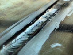 Schweißnaht bei Aluminium-Legierung 7075 erzeugt mit Schweißdraht aus AA 7075 und Titancarbid-Nanopartikeln.Bild: Oszie Tarula/UCLA