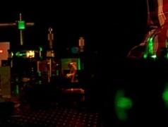 Verschillende kleuren laserlicht uit hetzelfde materiaal