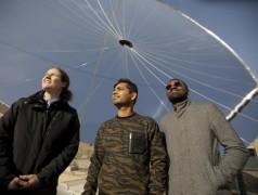 De onderzoekers: v.l.n.r. Sophia Haussener, Saurabh Tembhurne en Fredy Nandjou (foto: Marc Delachaux / EPFL).