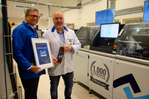 Official handover of the 1,000th VERSAFLOW 3/45 in the NOTE location Norrtälje: Peter Bohlin (right), Managing Director, NOTE Norrtelje AB, with Ersa General Sales Manager Rainer Krauss