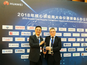 Bernd Schenker, COO Kurtz Ersa Asia Ltd. (right), and David Chen, General Manager, Kurtz Shanghai Ltd., proudly present the Huawei Award