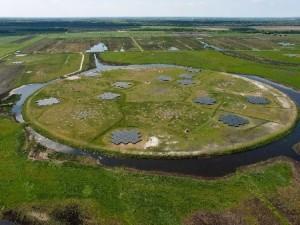 """Das Herzstück des LOFAR-Teleskops ist der """"Superterp"""" bei Borger (NL) (Foto: LOFAR)."""