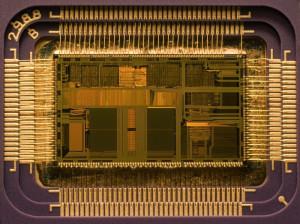 Deutlich unter 1THz: Chip einer 486er CPU. Bild: Uberpenguin/Wikipedia.com. GNU FDL 1.2