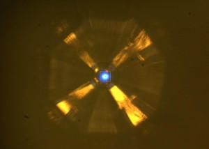 Bombardement mit Röntgenstrahlen zur Analyse der Kristallstruktur. Bild: Drozdov et al. / uchicago.edu.