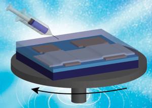 Zink-Zinn-Lösung wird auf den Spinnsiliziumchip gespritzt. Bild: Youngbae Son und Rose Anderson, Peterson Lab / UM.