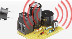 Diese kleine Schaltung wird an ein 5-V-Schaltnetzteil angeschlossen und schlägt Alarm, wenn die Netzspannung wegfällt.