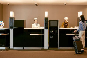 Seuls les clients sont des humains dans cet hôtel