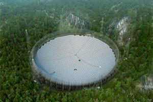 Le radiotélescope est situé dans une vallée distante de toute habitation.
