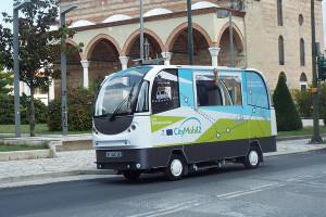 Ce sympathique petit bus n'a pas besoin de chauffeur pour emmener ses passagers.