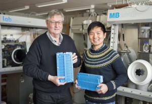 Le Pr Dag Noréus et le Dr Yang Shen. Photo : Niklas Björling.