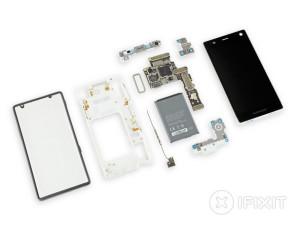 Un Fairphone 2 démonté (avec un seul outil). Image : iFixit.