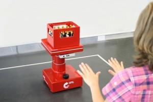 Met gebaren bestuurbare transportrobot