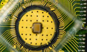 De PCM-demo-chip met 2 x 2 megacellen op een oppervlakte van maar 1 x 0,8 mm. Foto: IBM Research.