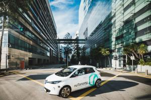Eerste zelfrijdende taxi's rijden in Singapore