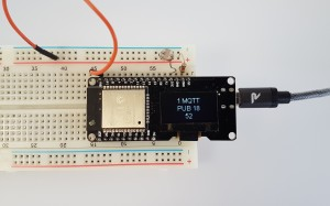 De gegevens van de lichtsensor worden op een klein display weergegeven en via MQTT naar het internet gestuurd