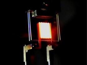 Nanofotonische lampen voor warm licht en een acceptabel rendement