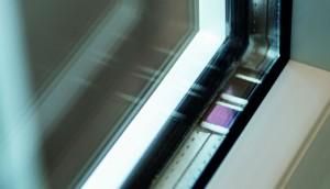Chip op zonne-energie bewaakt ramen