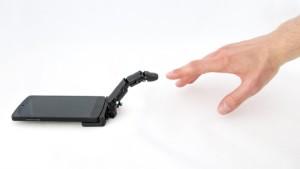 De robotvinger beweegt als een echte vinger... (foto: Marc Teyssier).