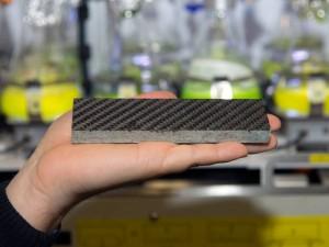 Door de wapening met koolstofvezels is deze tegel extreem sterk waardoor nieuwe efficiënte constructies mogelijk worden (foto: A. Battenberg/TUM).