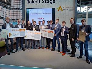 De winnaars en sponsors van de eerste Fast Forward Awards op de productronica-beurs.