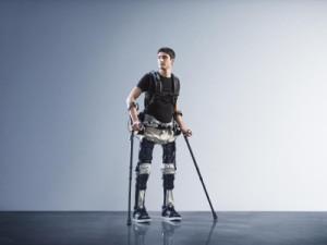 Exoskelet helpt mensen met verlamming weer te lopen