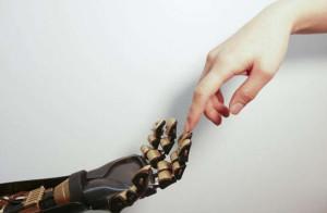 Een menselijke vinger raakt een robotvinger aan. Foto: Bao Lab