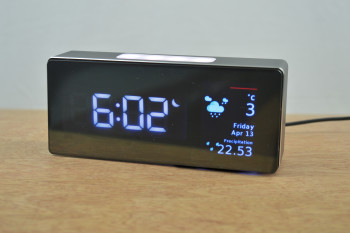 The Oboo Smart Clock with Bluetooth